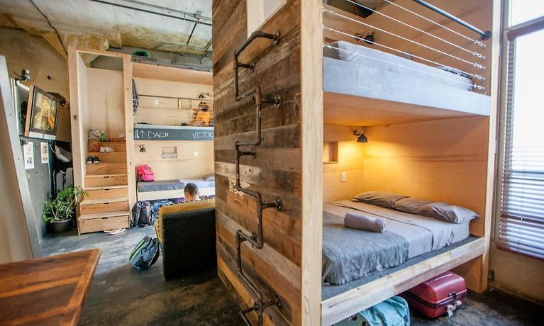 Hostel Los Angeles >> Podshare Hollywood Hostel Los Angeles